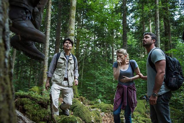 """Nhắc đến đây nhiều người sẽ tỏ ra hoảng hốt nhưng kì thực đây lại là một sự kiện hoàn toàn có thật ở Nhật Bản. Khu rừng này có tên là Aokigahara hay thường được gọi là """"Khu rừng tự sát"""" nằm dưới chân núi Phú Sỹ. Nhiều lời đồn đại rằng nó ghê rợn tới mức bao trùm lên toàn bộ nơi này là sự u ám và chứa đầy tiếng than khóc của những oan hồn uẩn khúc."""