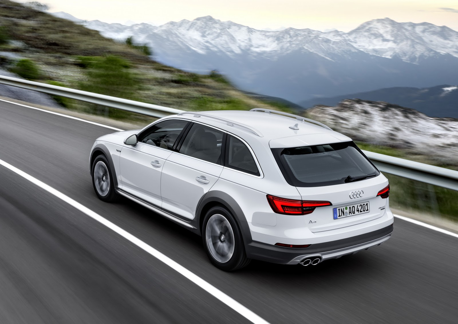 audi looks up with all new a4 allroad quattro at detroit carscoops. Black Bedroom Furniture Sets. Home Design Ideas