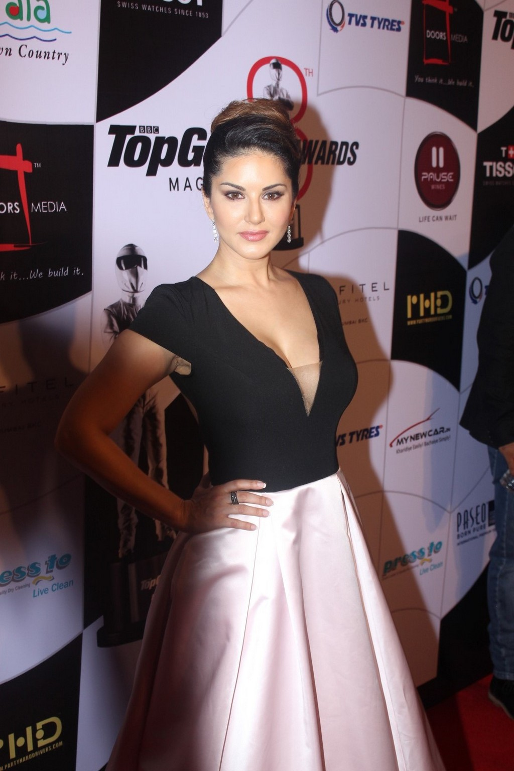 Bollywood Actress Sunny Leone In Hot Sizzling Photos In Black Gown