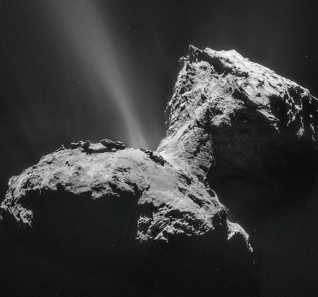 aurora em torno de um cometa