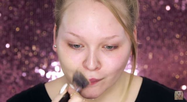 Girl Demonstrates The Dramatic Effects Of Makeup With A Face-Off (11 Pics )