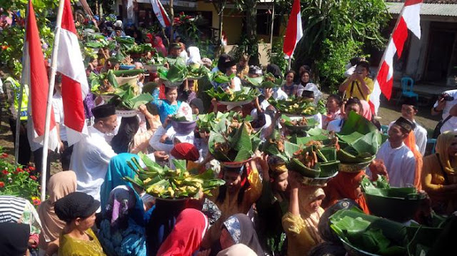 Tradisi Ithuk-Ithukan di Banyuwangi.