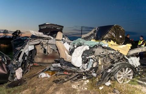 Négyen meghaltak egy balesetben a 81-es úton Mezőörs közelében