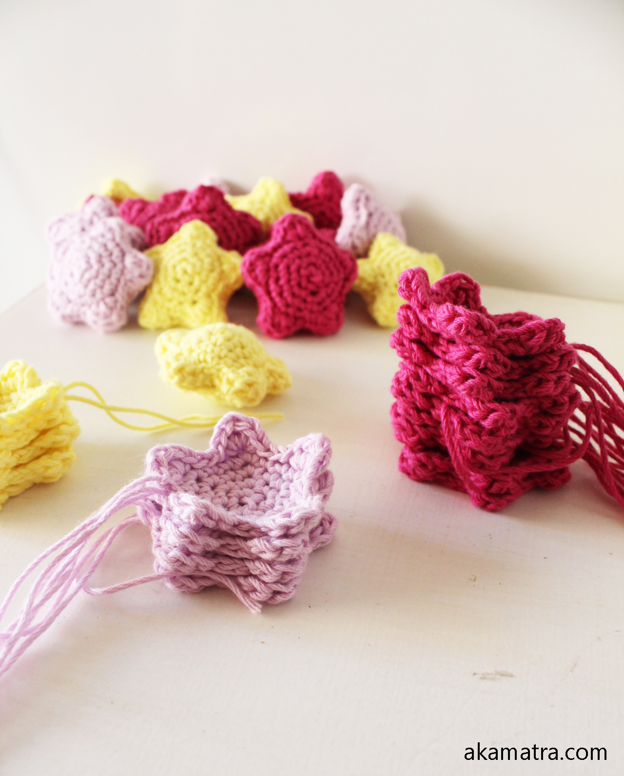 Crochet Stars - Free Ornament Pattern | Adornos de ganchillo ... | 1590x1280