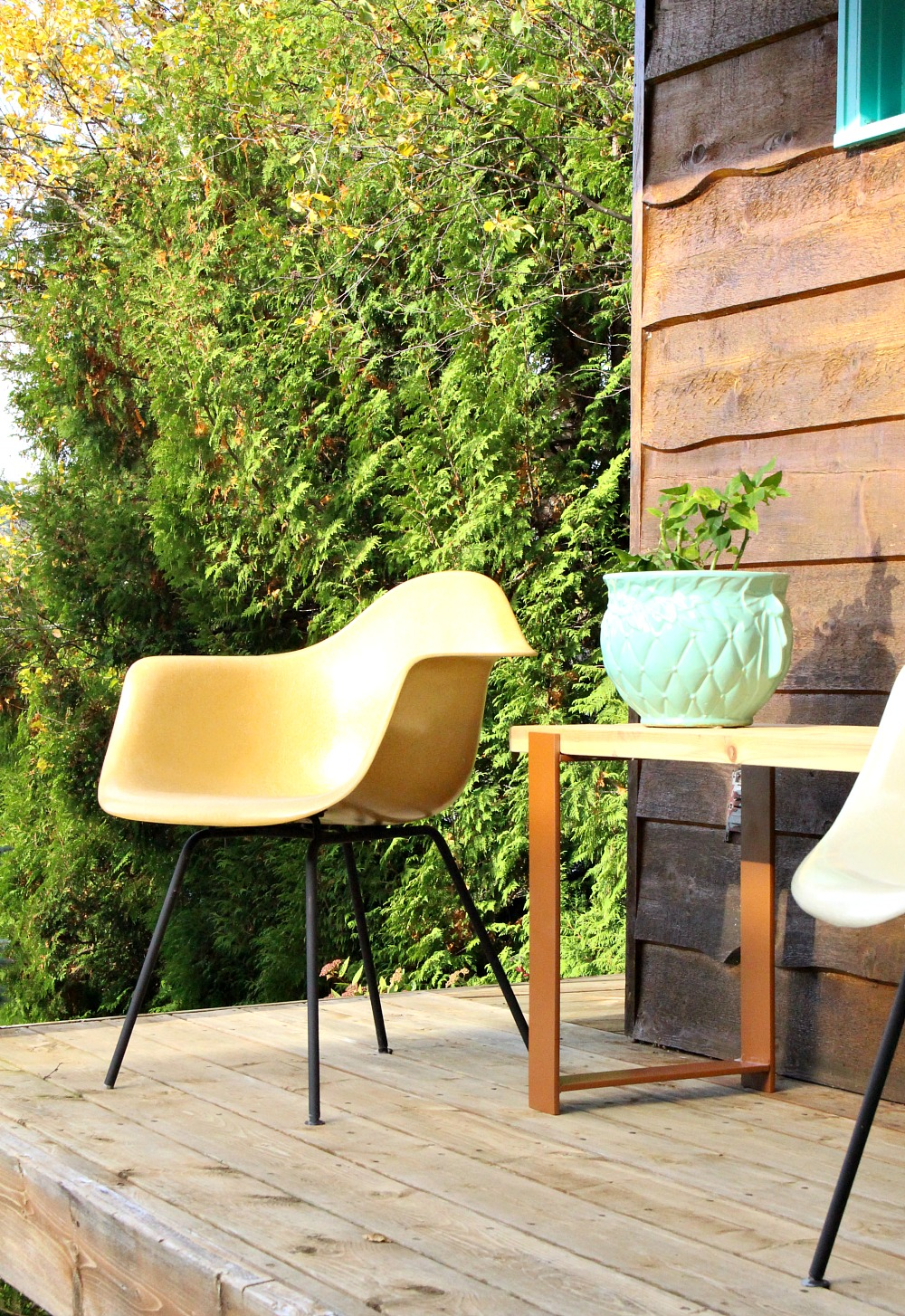 Easy DIY Wood Outdoor Bench with Welded Legs