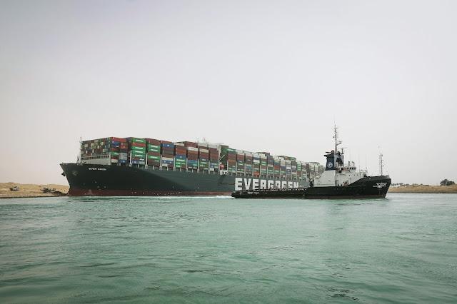 """الأردن يشارك بجهود تعويم السفينة العالقة في """"السويس"""""""