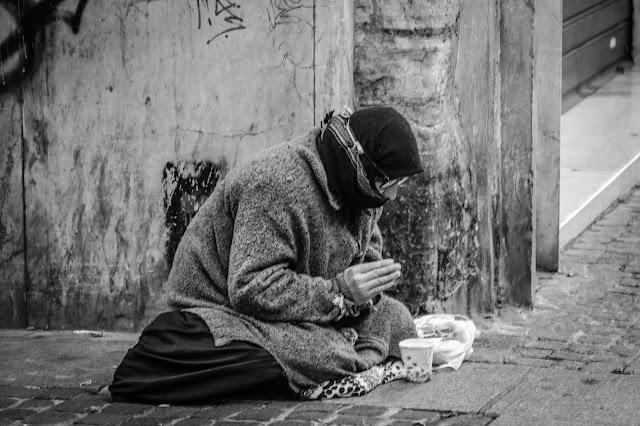 beggar-short-motivational-story-in-hindi