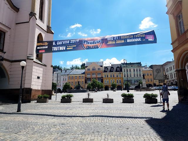 Trutnov - Czechy - atrakcje dla dzieci w Czechach - podróże z dzieckiem - wędrówki z Duchem Gór - miasto smoków -smocza uliczka - blog podrózniczy - knedliki i czeskie piwo