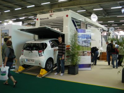 le camping car passe partout visite au salon du camping car 2009. Black Bedroom Furniture Sets. Home Design Ideas