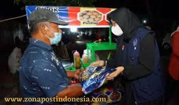 Pemkab Banyuwangi Salurkan Bantuan Sembako kepada Warung-warung Kecil, PKL dan warga terdampak PPKM Darurat