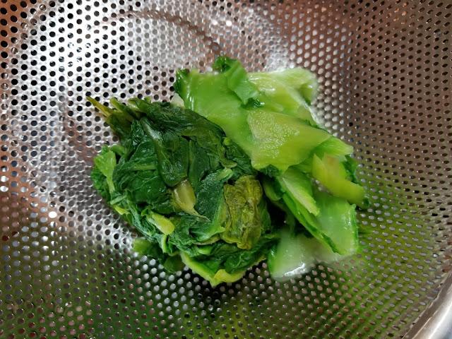 カツオ菜を茹でてぎゅっと水を切ったところ
