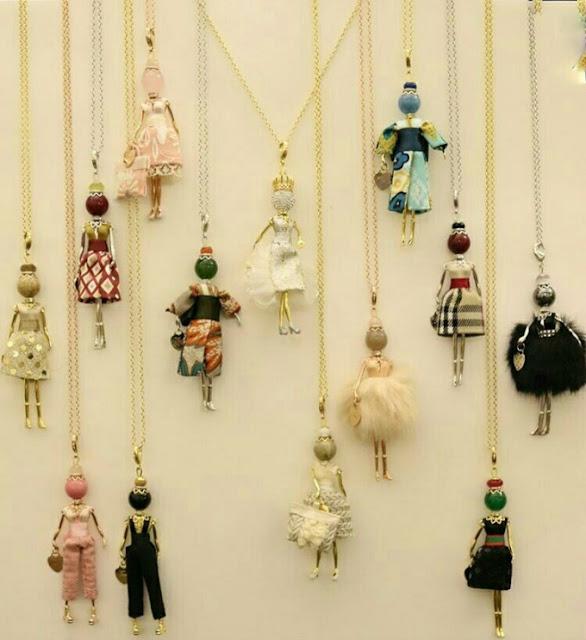 Pingentes de bonecas que lembram a Gisele Bündchen