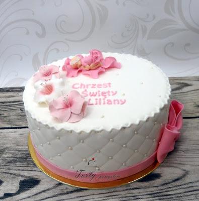 tort na chrzest z kwiatami