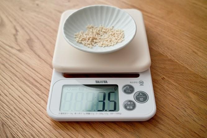 鶏がらスープの素の重量を計量