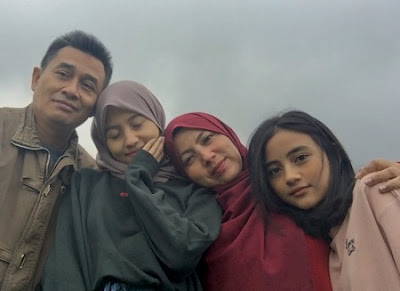 Nayla Denny Purnama dan Keluarga