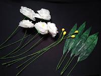 gambar bunga mawar putih dari plastik