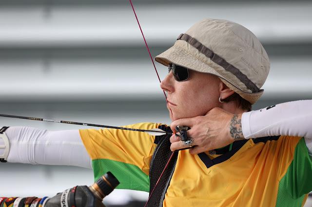 Fabiola Dergovics atira em treino