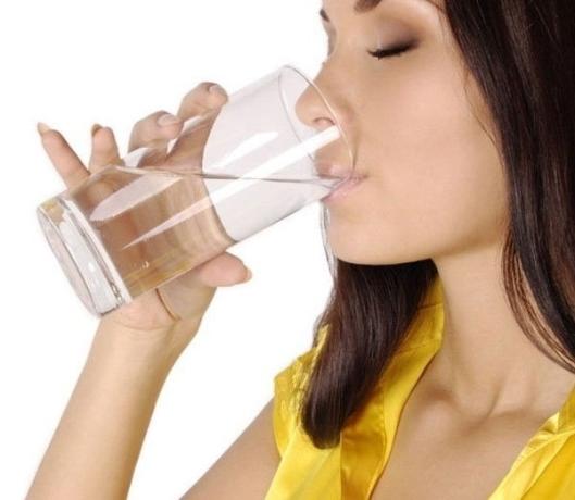 प्रातकाल जल पीने को उषापान कहते है