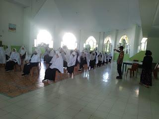 Personel Polsek Maiwa Pantau pelaksanaan Vaksinasi covid 19 di Pondok Pesantren Rahmatul Asri