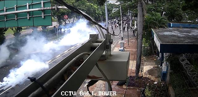 Polisi Pukul Mundur Dan Tembaki Gas Air Mata Ke Massa Tak Dikenal Penyusup Aksi 1310