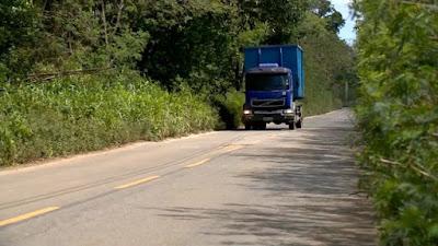 Caminhão volvo azul