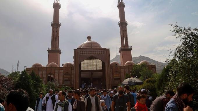 Pokolgépes merénylet egy kabuli mecset előtt, többen meghaltak