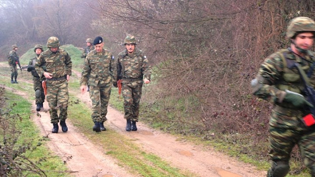 Ο Αρχηγός ΓΕΣ στον Έβρο - Έκανε περιπολία με τις μονάδες στα σύνορα με την Τουρκία και κοιμήθηκε στο φυλάκιο