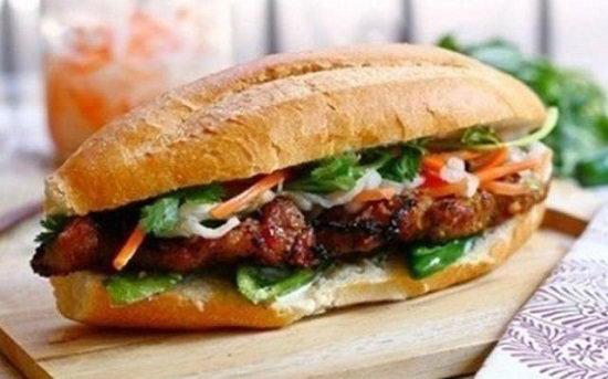 Bánh mì kẹp thịt bò nướng