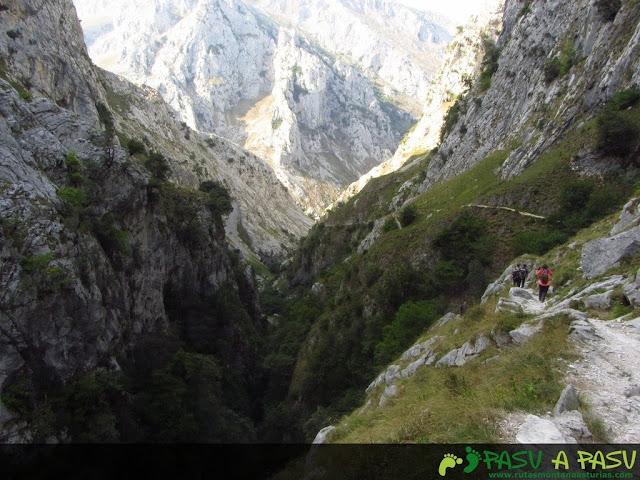 Tramo por la Canal del Texu entre Bulnes y Poncebos