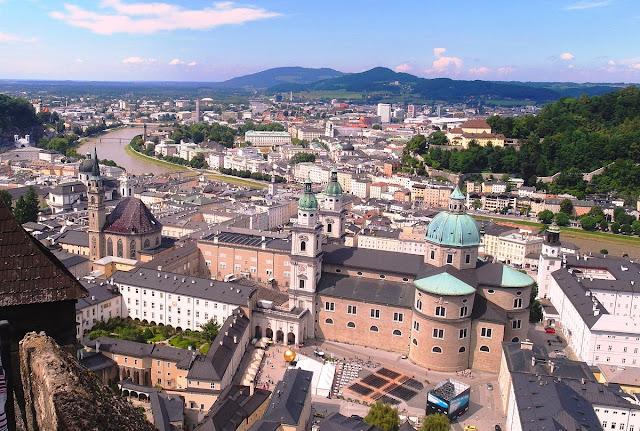 Salzburg - utsikt från riddarfästning