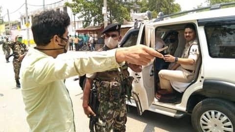 Bihar Lockdown: बाइक से बिना हेलमेट जा रहे DIO को पुलिस ने रोका, परिचय देने के बाद भी मारी लाठी
