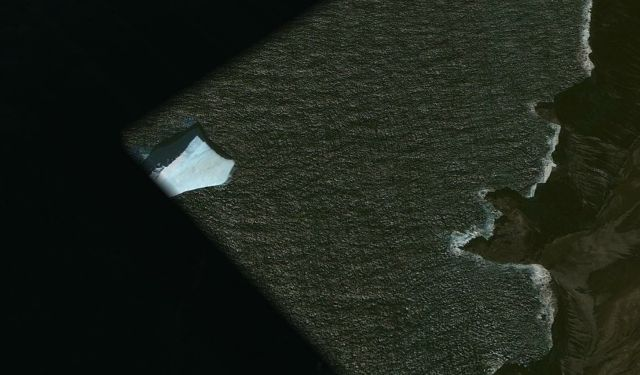 What's wrong with this satellite image of Saunders Island?  Saunders%2BIsland%2B%25283%2529