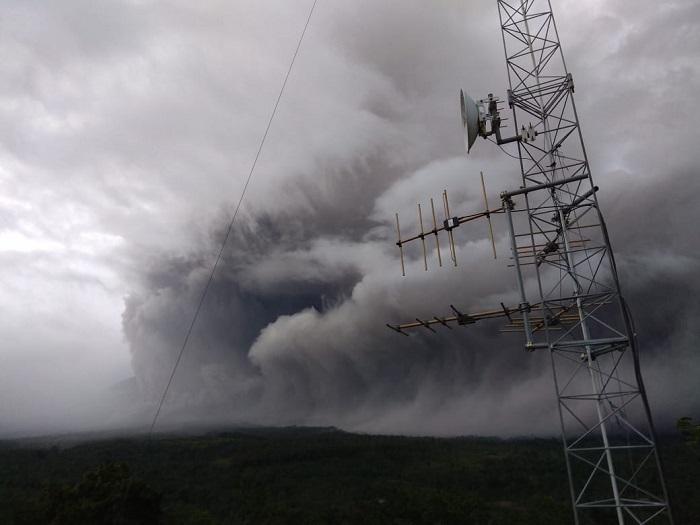 Status Waspada, Gunung Semeru Muntahkan Awan Panas Hingga Lava Pijar