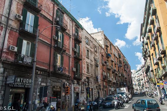 Calles de Napoles, encanto ciudad decadencia