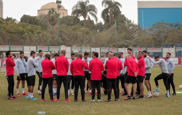 اجتماع خاص من موسيماني مع لاعبي الأهلي قبل المران الصباحي