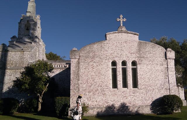 capilla-de-las-conchas-isla-de-la-toja