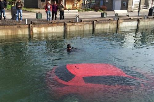 Conductora canadense cae en bahía