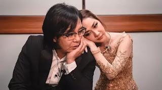 Terpaut usia 11 tahun, hubungan pelantun lagu 'Cinta Sejati' dam Aris Lasso terlihat bak kakak adik.