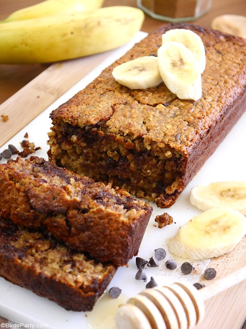 Gluten Free Banana Bread Recipe - delicious, quick and easy recipe to make for breakfast, snack or dessert! Great as a lunchbox treat or handmade edible gift! by @BirdsParty BirdsParty.com #recipe #bananbread #glutenfree #bananabreadrecipe #breakfast #snack #lunchbox #cake #healthy #healthybreakfast #healthyrecipe