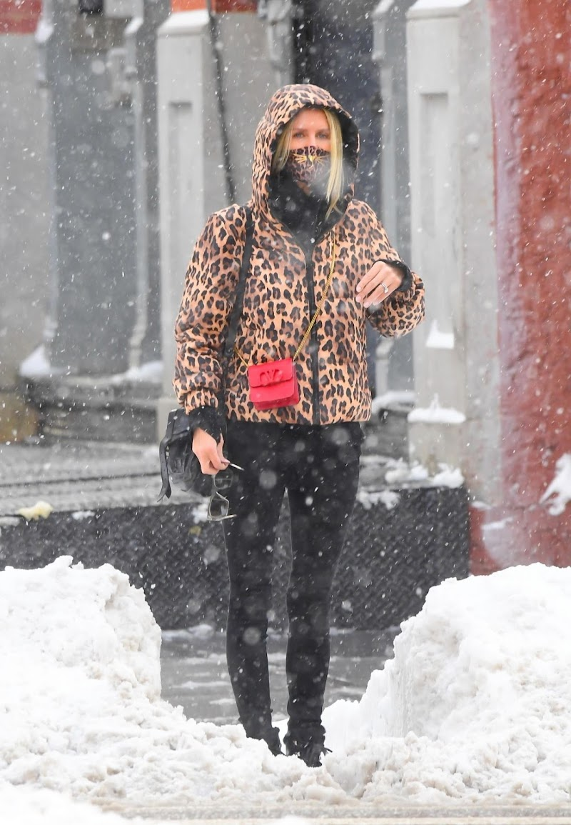 Nicky Hilton Snapped Outside on a Snowy Morning in New York 19 Dec-2020