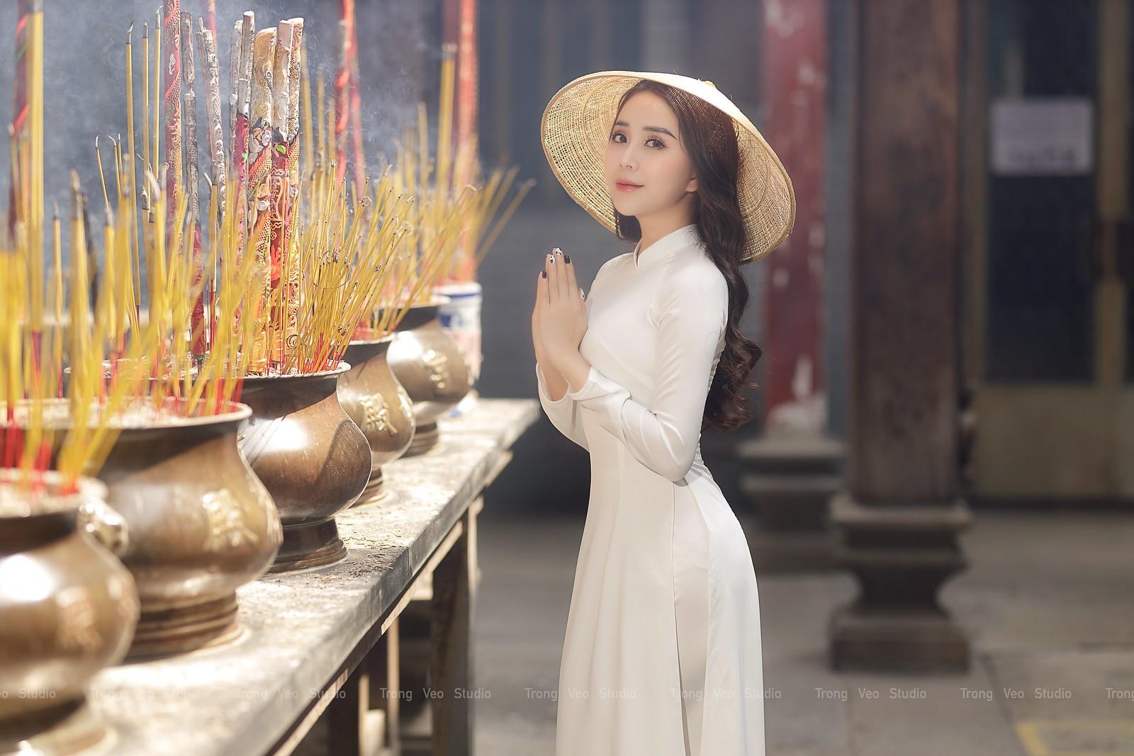 Ngắm hot girl Lục Anh xinh đẹp như hoa không sao tả xiết trong tà áo dài truyền thống - 8