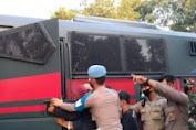 Aksi Prajurit TNI Lepaskan Pendemo yang Ditangkapi Polisi
