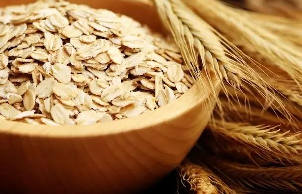 يحتوي دقيق الشوفان مع القرفة على خصائص ممتازة لتقليل كل من الدهون الثلاثية والكوليسترول في الدم