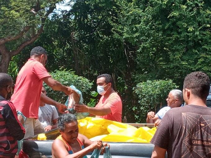 CODÓ - Administrador Regional de Cajazeiras Eduardo Barbosa realiza distribuição de peixes de casa em casa na Semana Santa às famílias