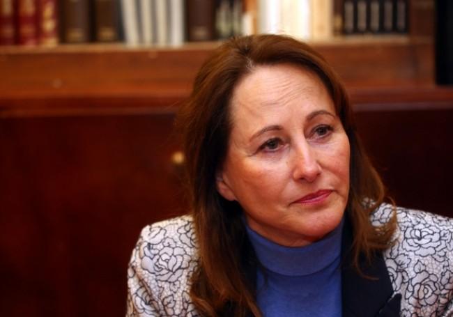 """Syndicaliste voilée à l'Assemblée nationale : Ségolène Royal """"aurait quitté la salle"""""""