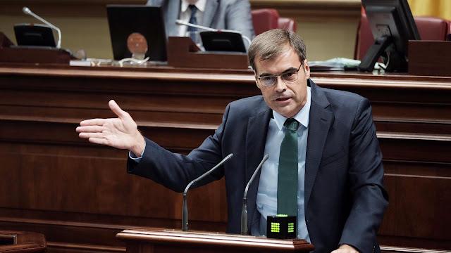 Fernando%2BEnse%25C3%25B1at %2Bparlamento - Fernando Enseñat ( PP )  pide que los ayuntamientos  de Fuerteventura refuercen urgentemente plantillas de servicios sociales municipales
