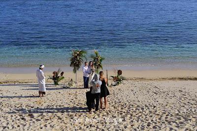 Pantai Gunung Payung juga digunakan untuk menikah