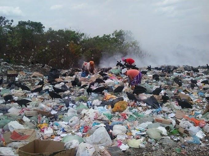 """DESCASO: """"Miséria, fumaça e desperdício de resíduos sólidos recicláveis"""": Lixão em Caxias"""