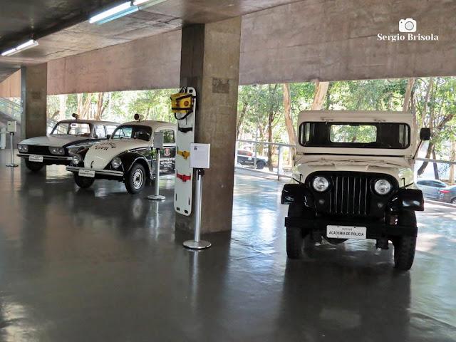 Vista ampla de algumas viaturas antigas da Polícia Civil - Museu da Polícia Civil - Butantã - São Paulo