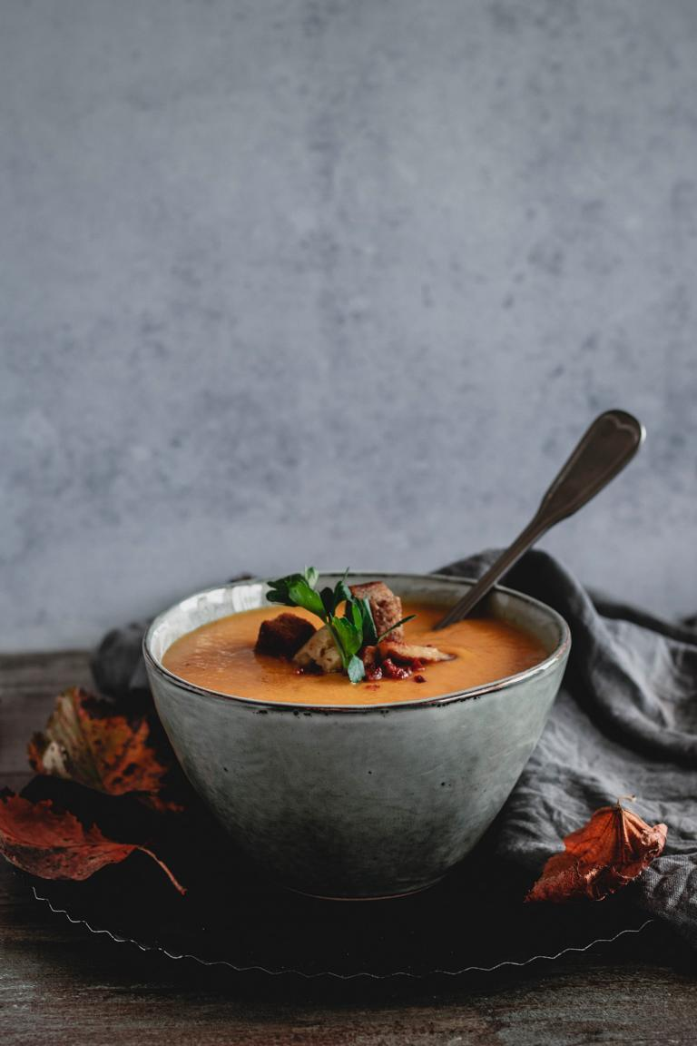 Die Suppenschale mit Löffel